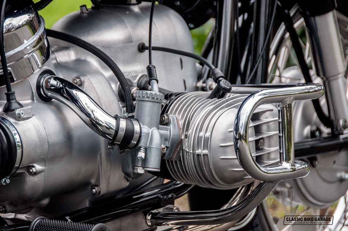 BMW-R50-2-carburateur-rechts