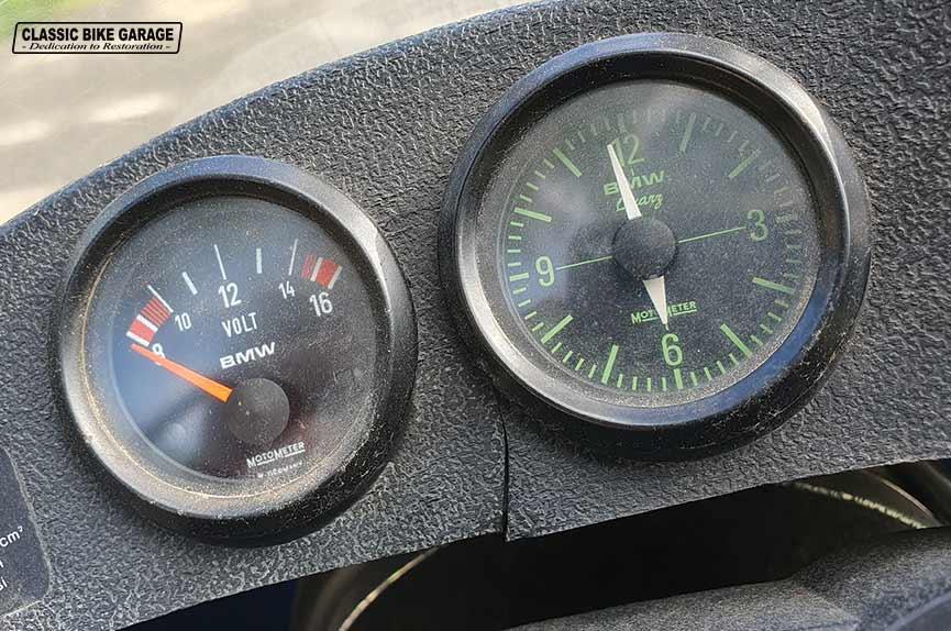 BMW-R75-6-klokje-voltmeter-binnenkomst