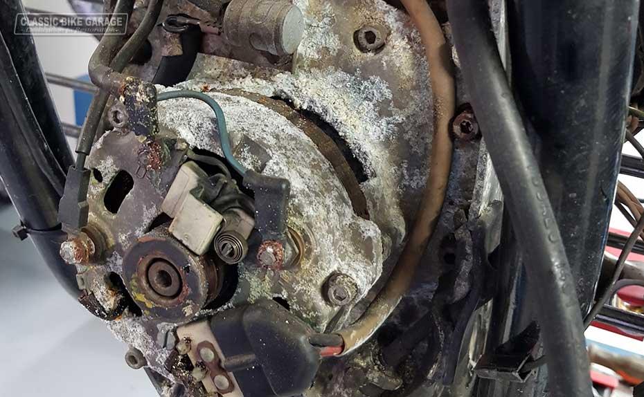 BMW-R90s-gaat-in-restauratie-dynamo