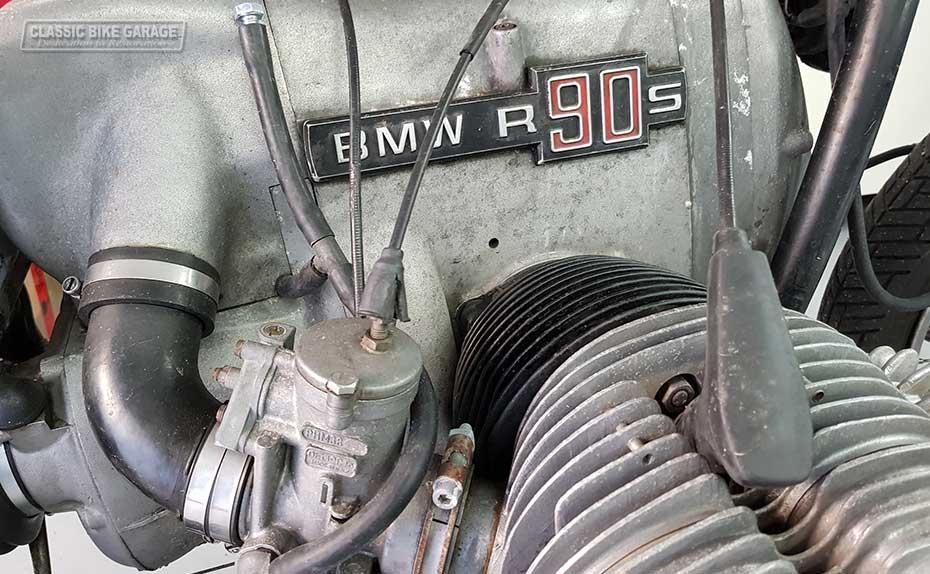 BMW-R90s-gaat-in-restauratie-motorblok
