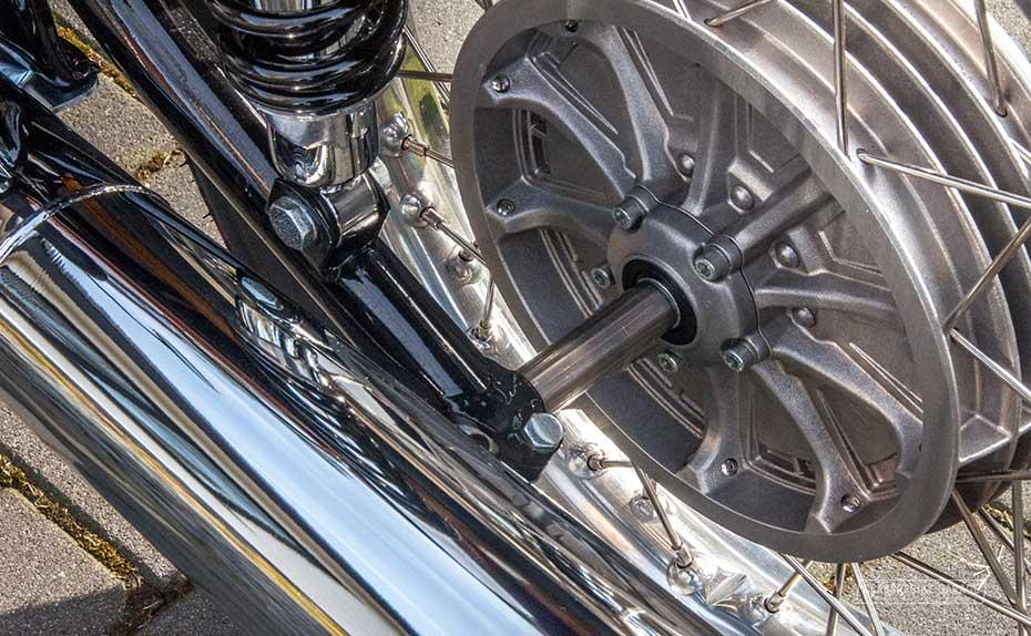 BMW R90s achternaaf in achterwiel