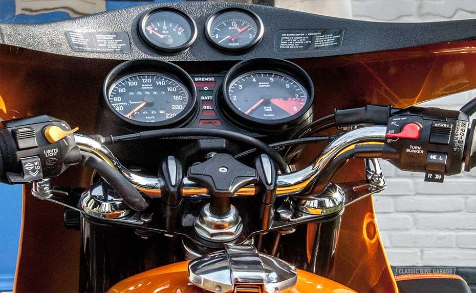 BMW R90s cockpit