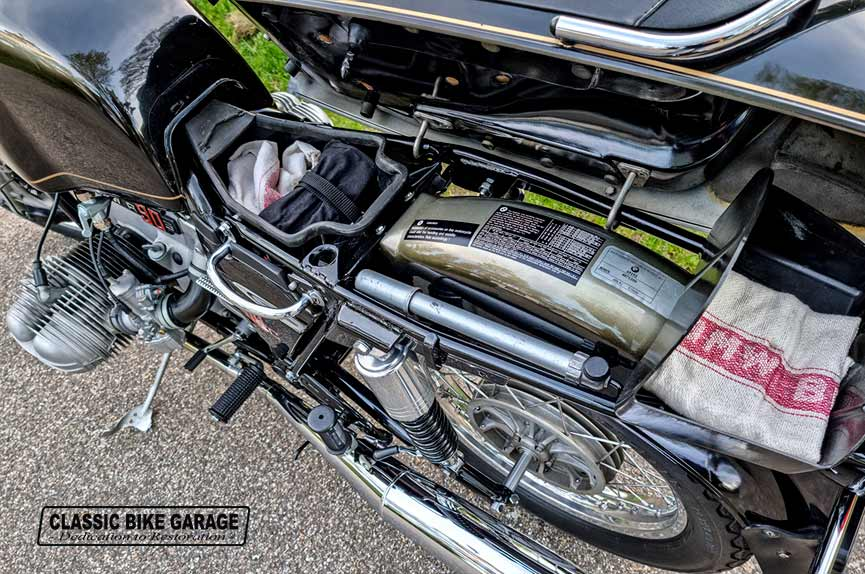 BMW-R90s-rauchsilber-onder-buddyseat