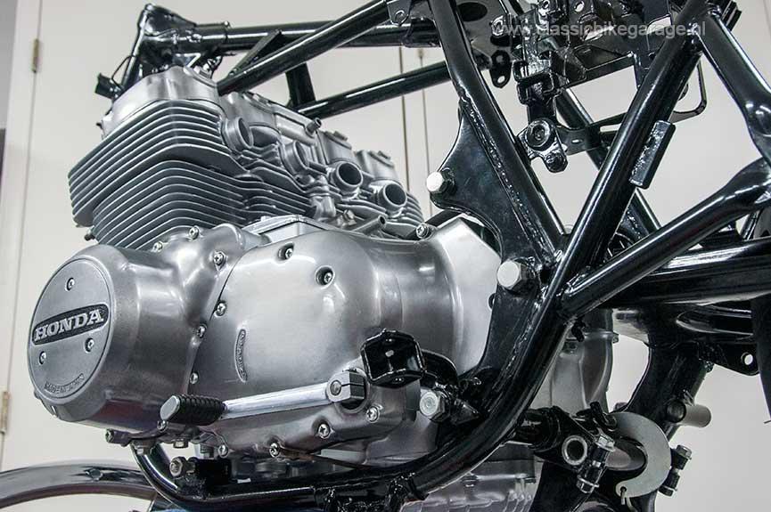 Honda-CB750K7-blok-in-frame3-S