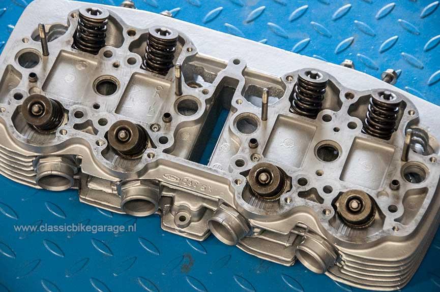 Honda-CB750K7-cilinderkop-bovenkant-S