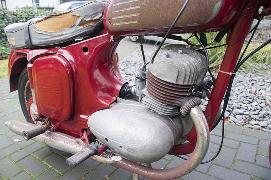 Jawa-350-motorblok-rechts