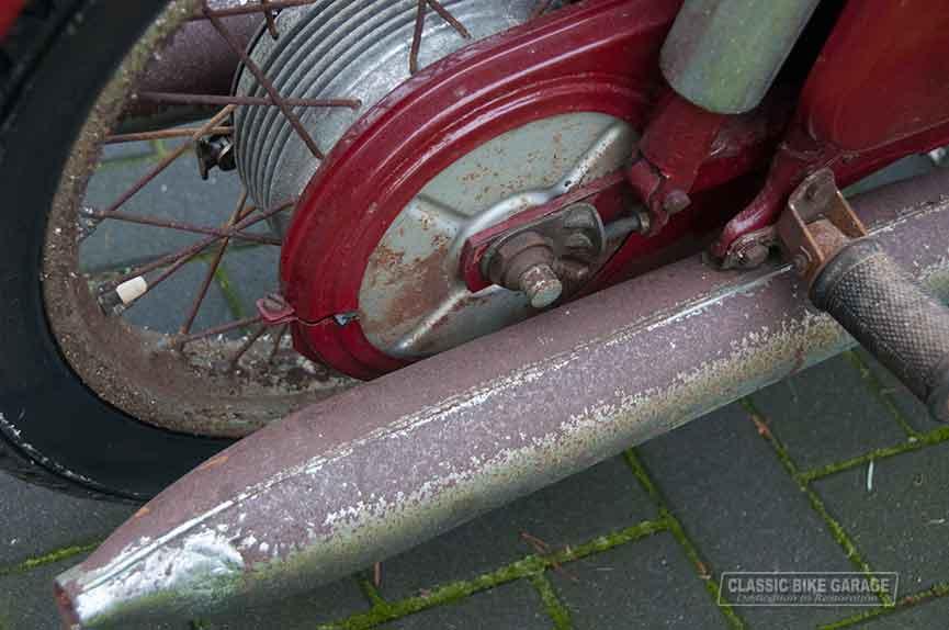 Jawa-350-motorblok-uitlaat