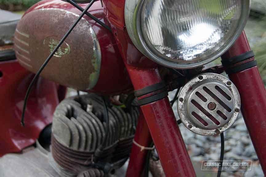 Jawa-350-rechtsvoor