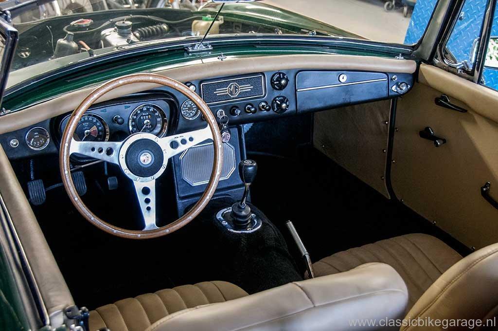 mgb-1964-cockpit-stuur