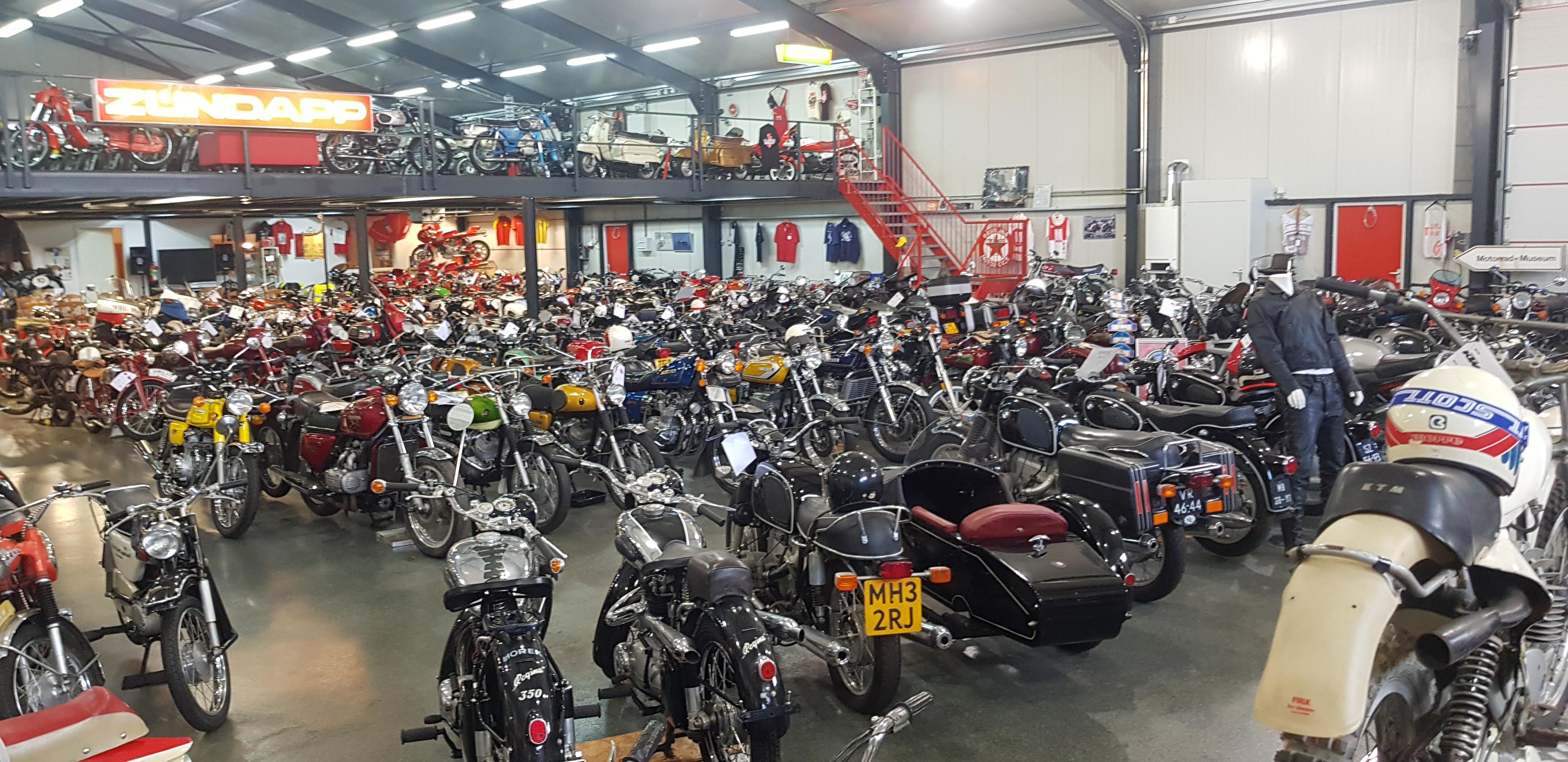 Brommer-en-motormuseum-Wigchers-Schoonoord-verzameling