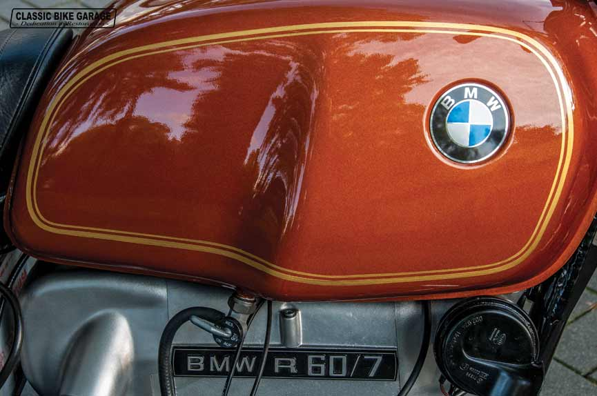 BMW-R60-7-tank-na-restauratie