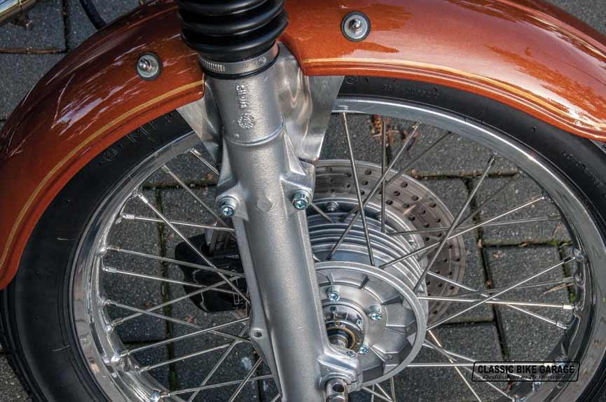 BMW-R60-7-voorwiel-klaar