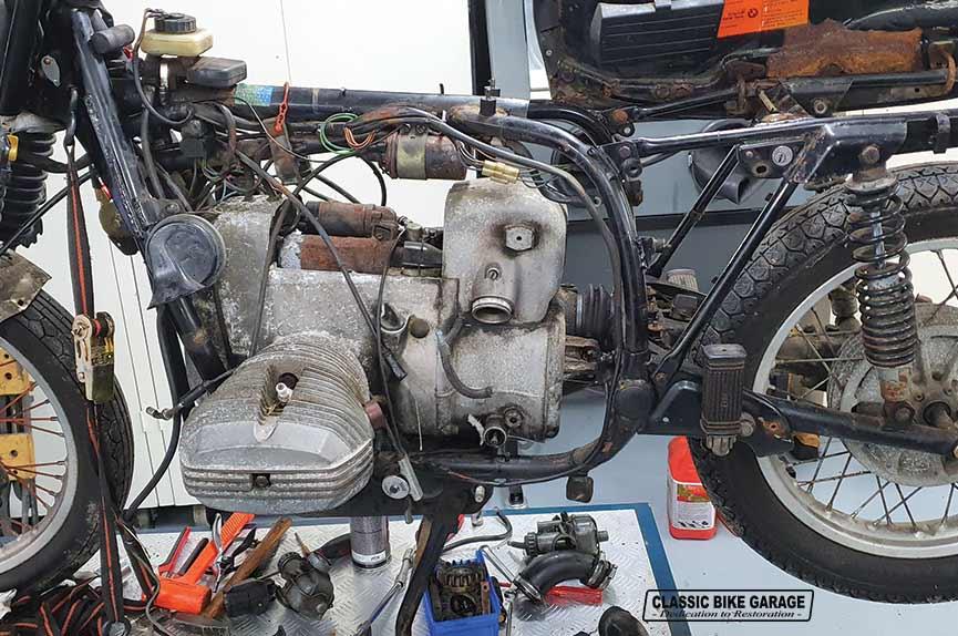 BMW-R60-7-demontage-gestart
