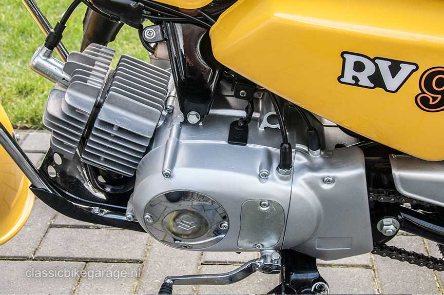 Suzuki-RV90-motorblok-links-na