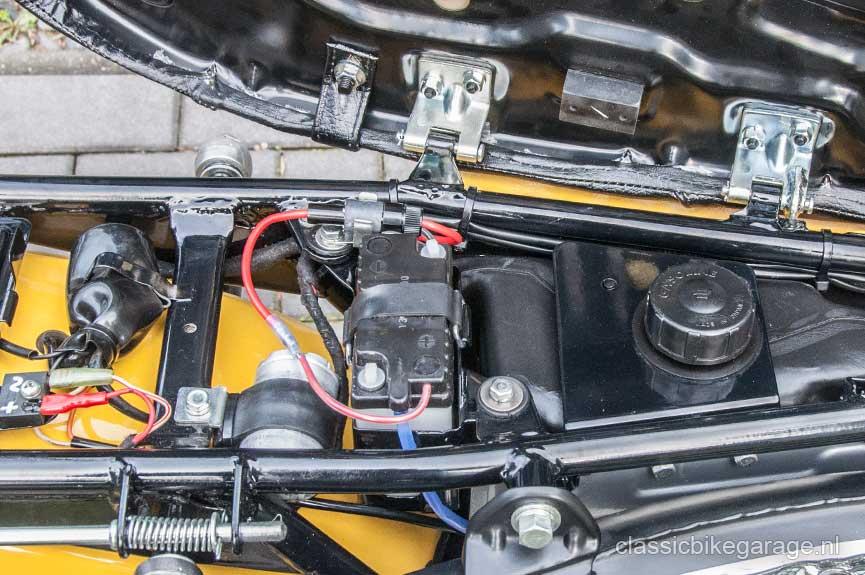 Suzuki-RV90-onder-zadel-na