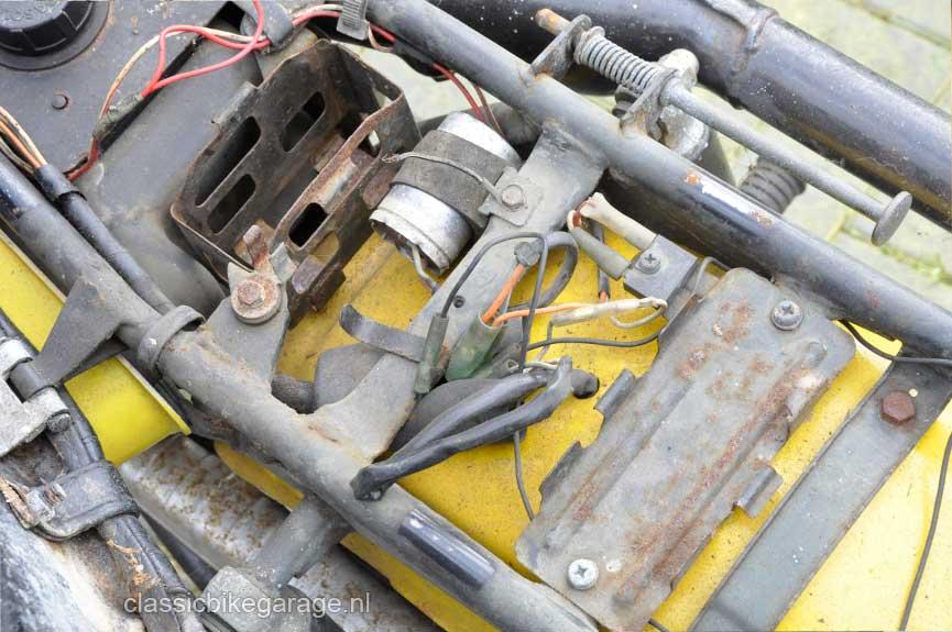 Suzuki-RV90-onder-zadel2-voor