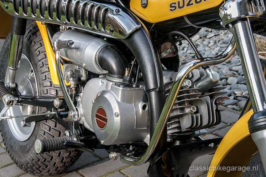 Suzuki-RV90-rechterzijkant-voorzijde-na