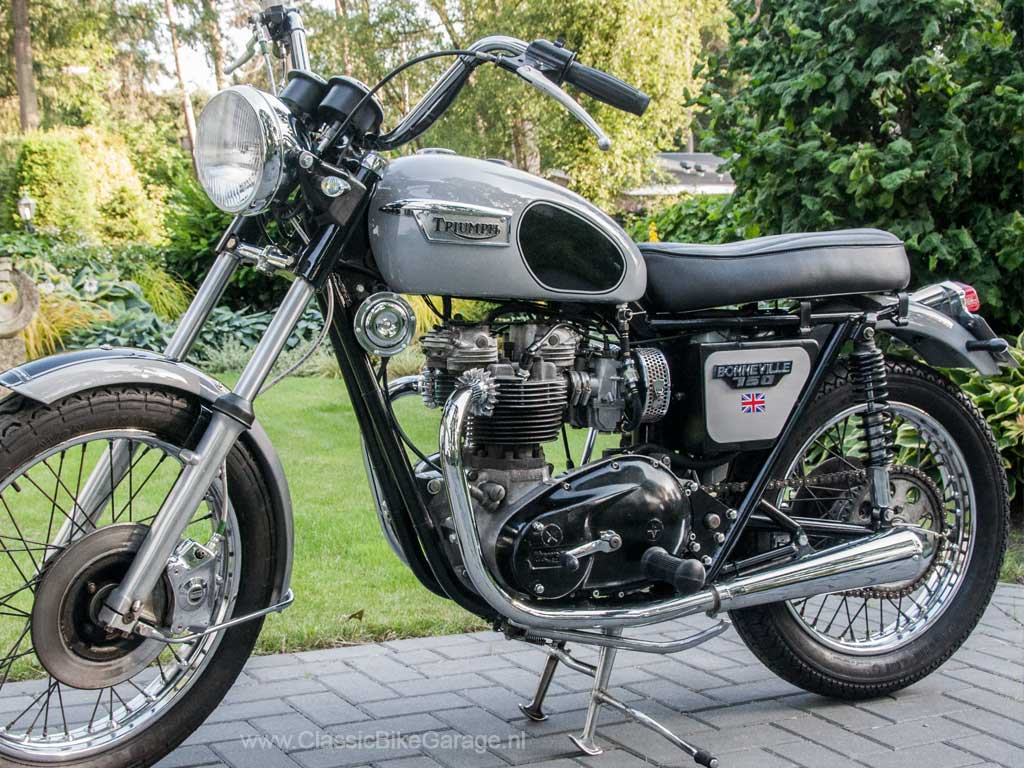 Triumph-T140-linker-zijkant