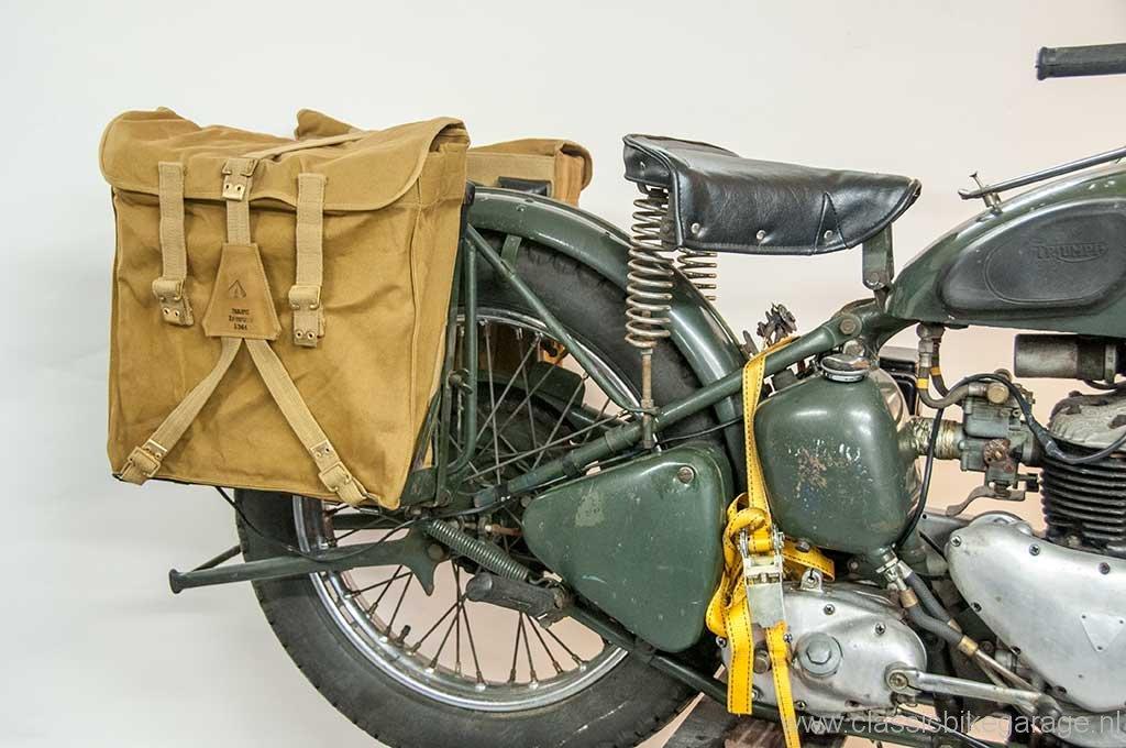 trw500-tassen-op-de-motor2