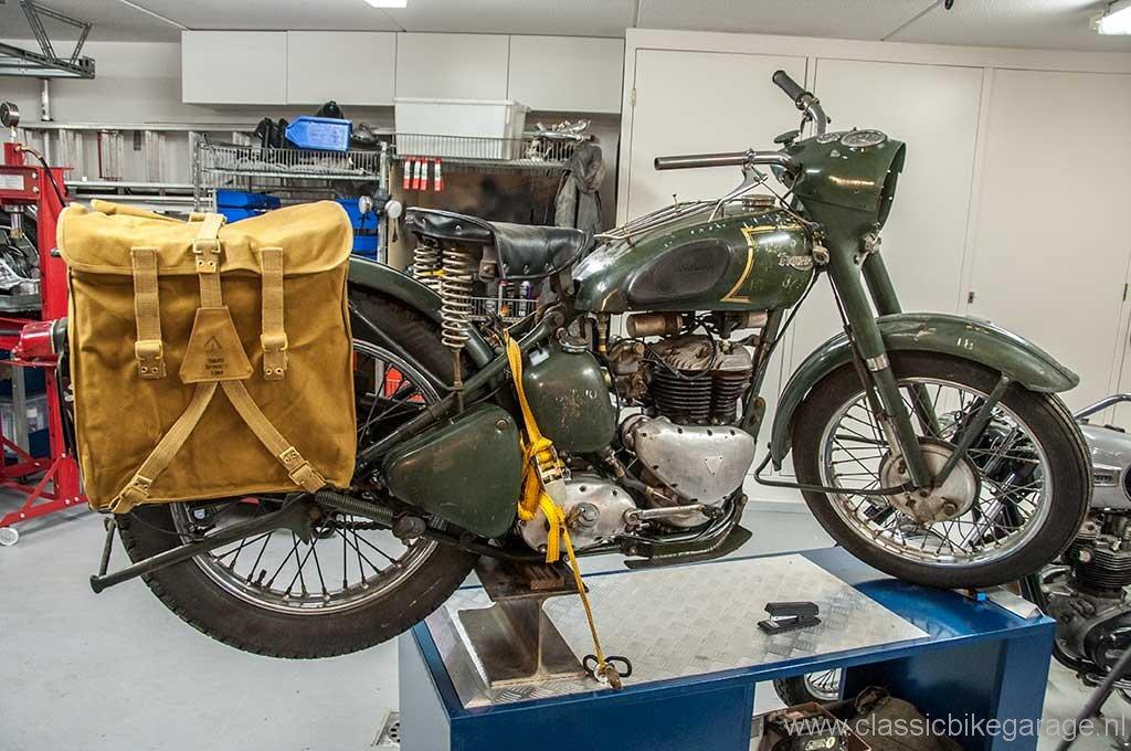 trw500-tassen-op-de-motor4