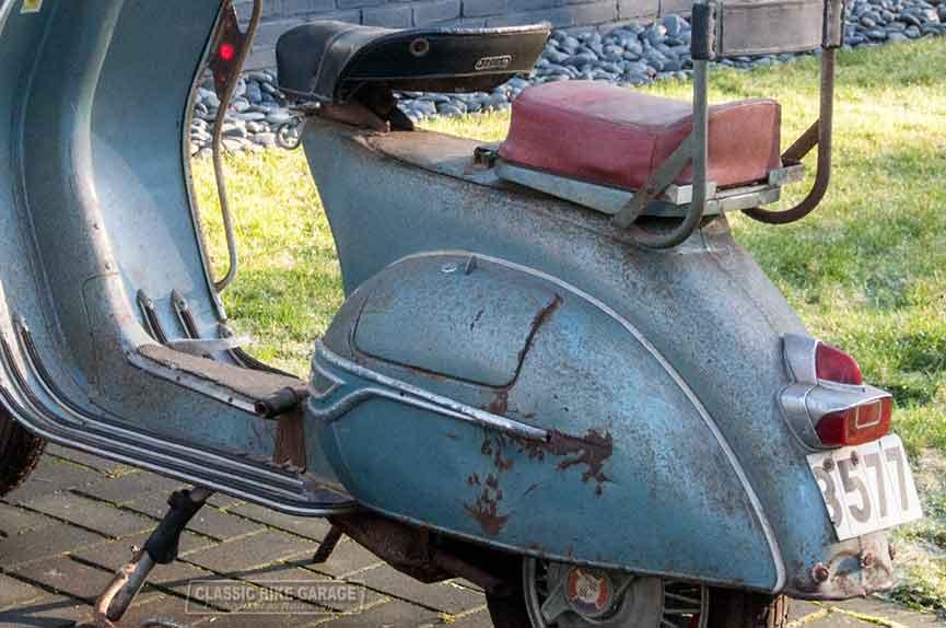 Vespa-150-GL-zo-uit-de-schuur-linksachter