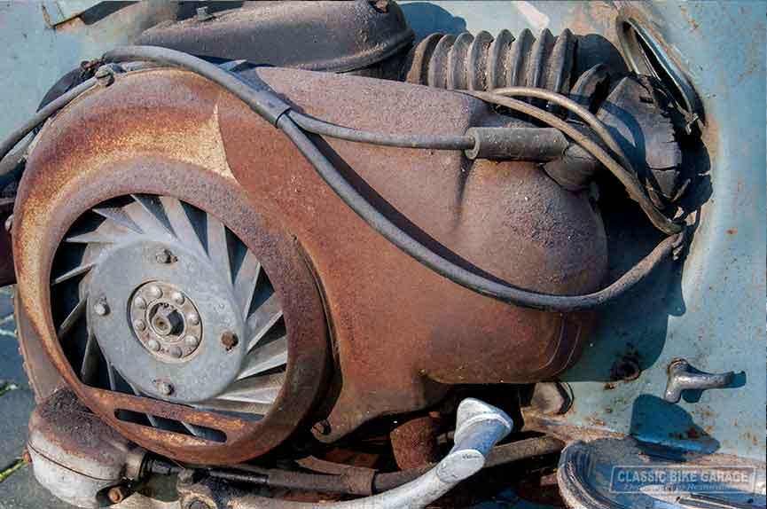 Vespa-150-GL-zo-uit-de-schuur-motor