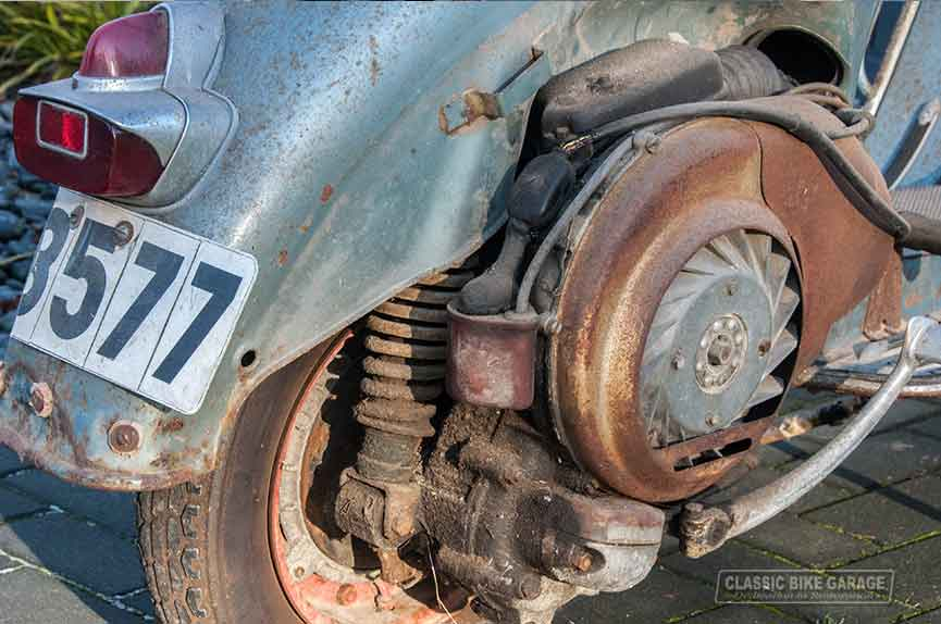 Vespa-150-GL-zo-uit-de-schuur-motor3